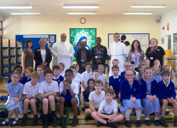 Joanna Jarvis, Paula Barningham, Brother Pius, Tamiru, Abba Solomon, Brother Gregory, Theresa Humphries and ursula Reilly with year 5.